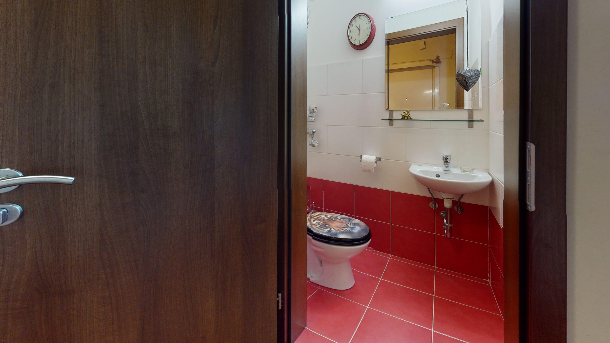 25-Zimmer-Wohnung-in-Stuttgart-Zuffenhausen-Bathroom