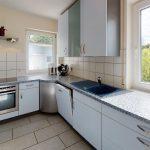 Groes-Einfamilienhaus-mit-ELW-2-Garagen-und-Hebebuhne-mit-toller-Aussicht-Kitchen