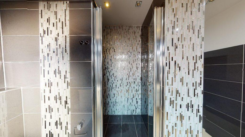 Modernisierte-45-Zimmer-Wohnung-4-Parkplatzen-und-Balkon-in-Nurtigen-09302020_222345
