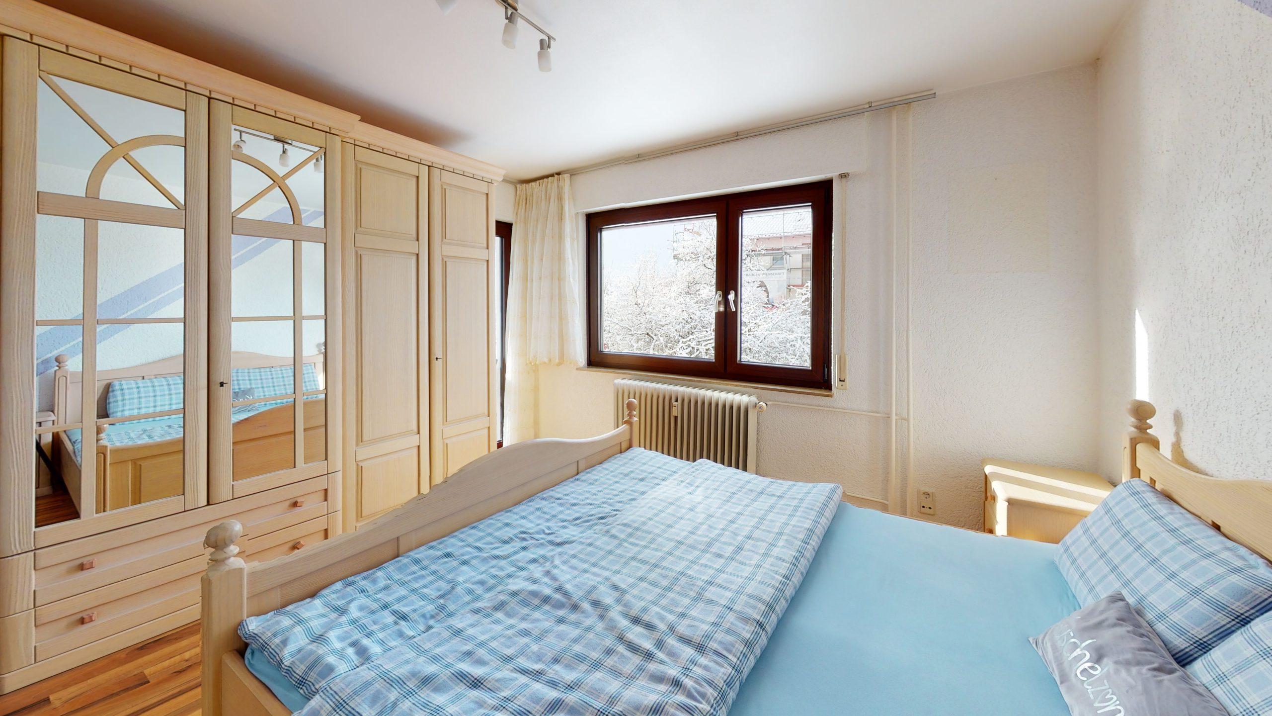 Schone-4-Zimmer-Wohnung-in-Sindelfingen-Bedroom