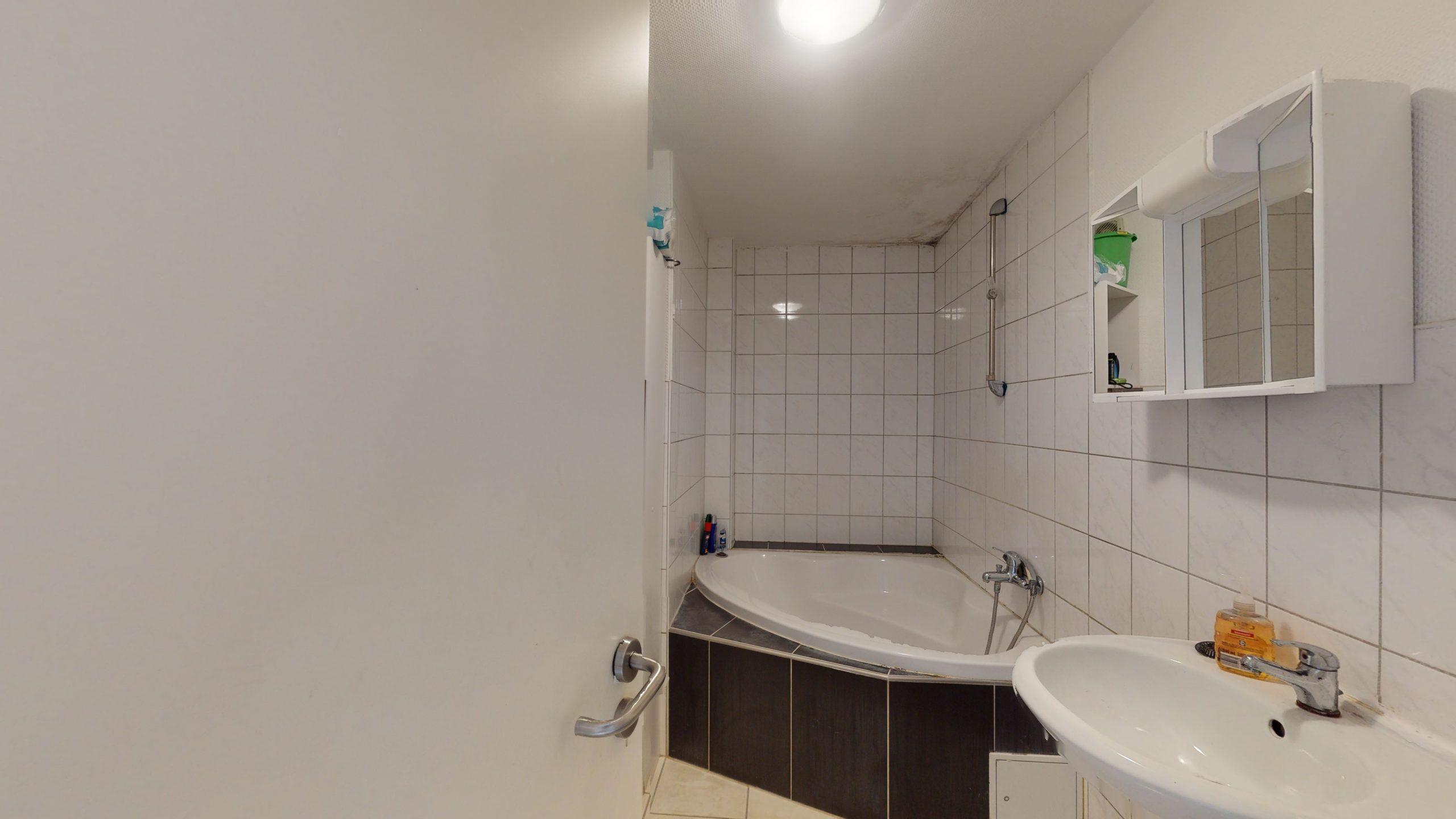 Schone-4-Zimmer-Wohnung-mit-2-Balkonen-und-viel-Platz-in-Altbach-02162021_095905