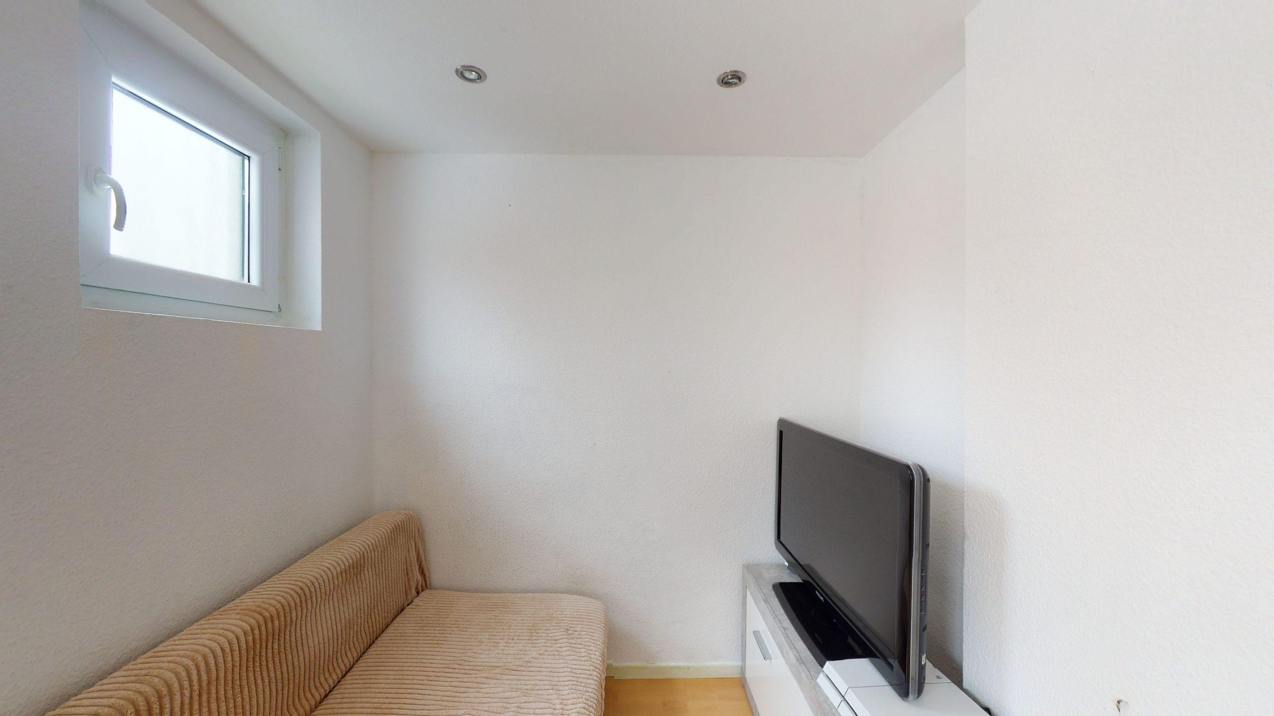 Schone-4-Zimmer-Wohnung-mit-2-Balkonen-und-viel-Platz-in-Altbach-02162021_100031