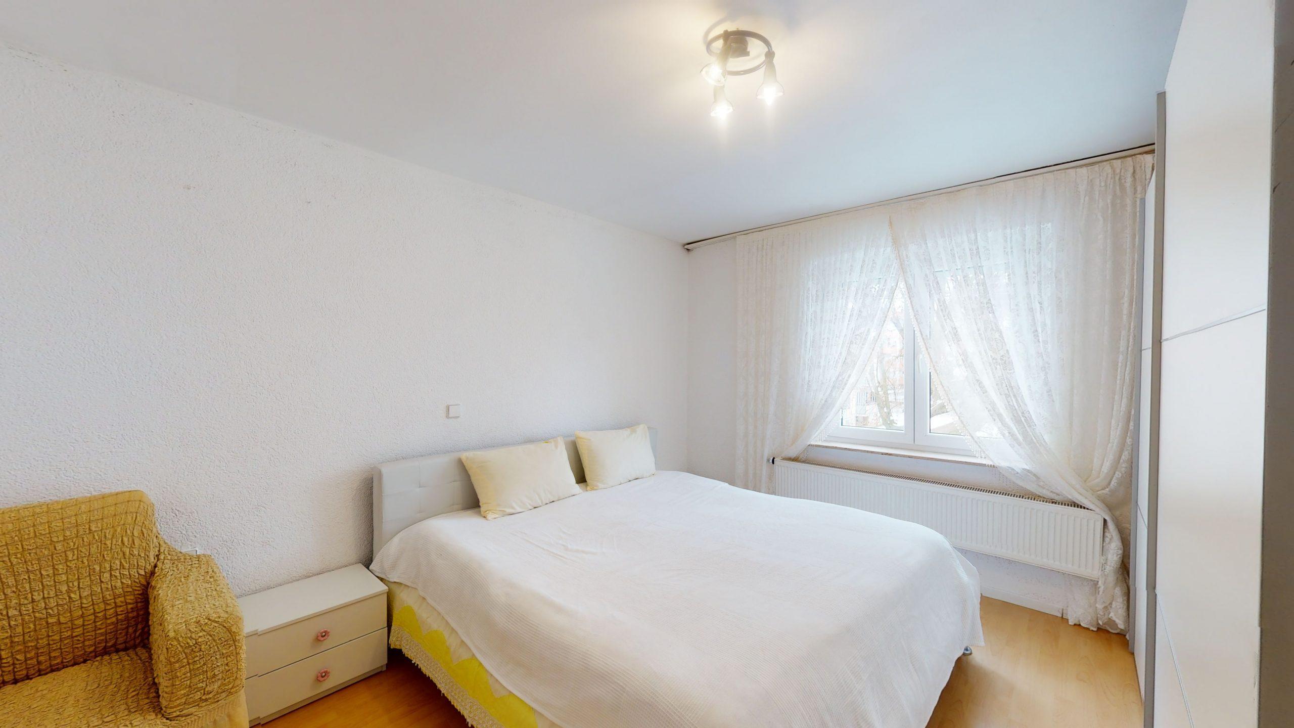 Schone-4-Zimmer-Wohnung-mit-2-Balkonen-und-viel-Platz-in-Altbach-02162021_101653