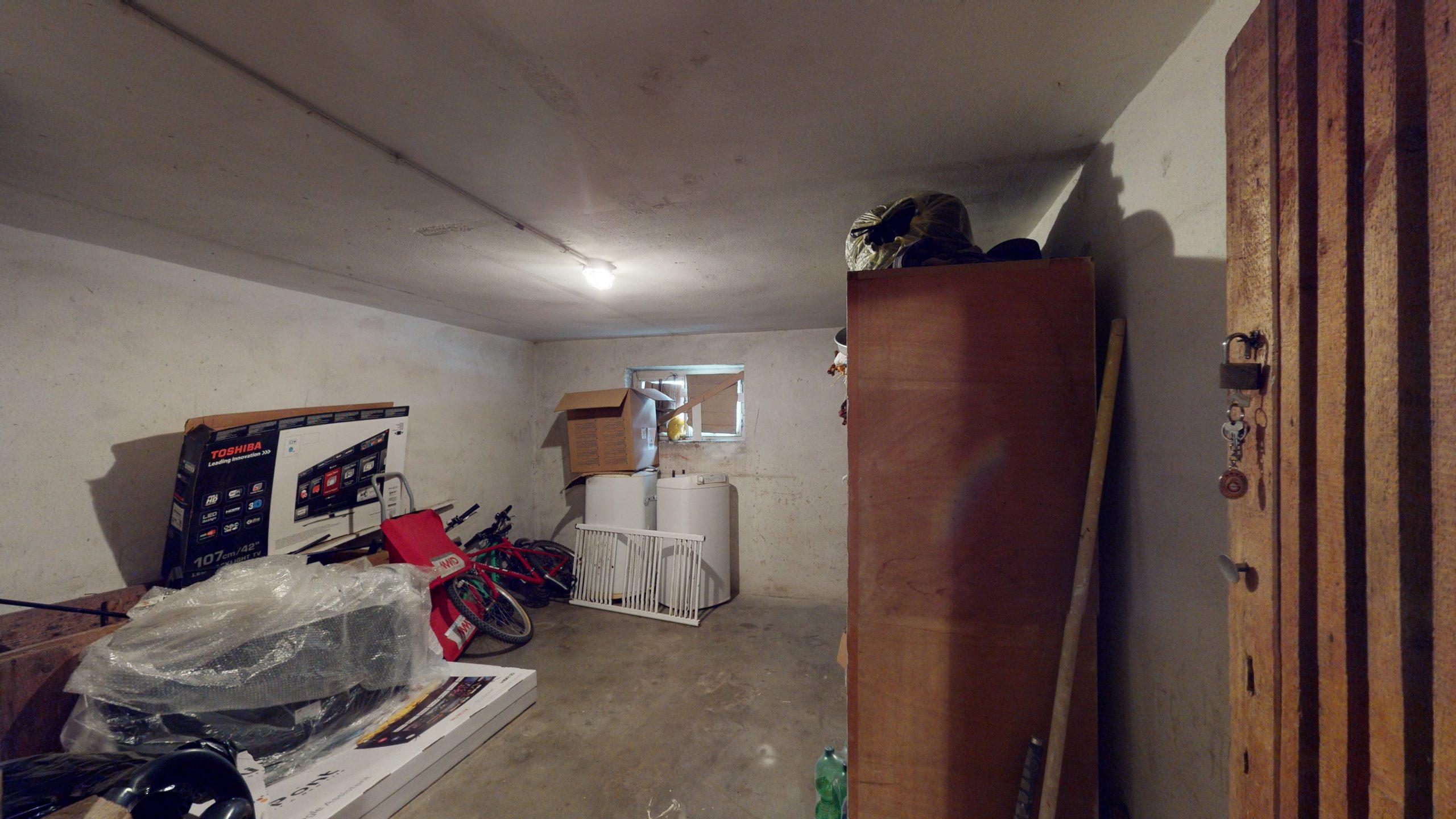Schone-4-Zimmer-Wohnung-mit-2-Balkonen-und-viel-Platz-in-Altbach-02162021_102136